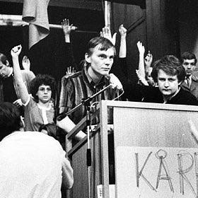 Palme håller tal under kårhusockupationen 1968.